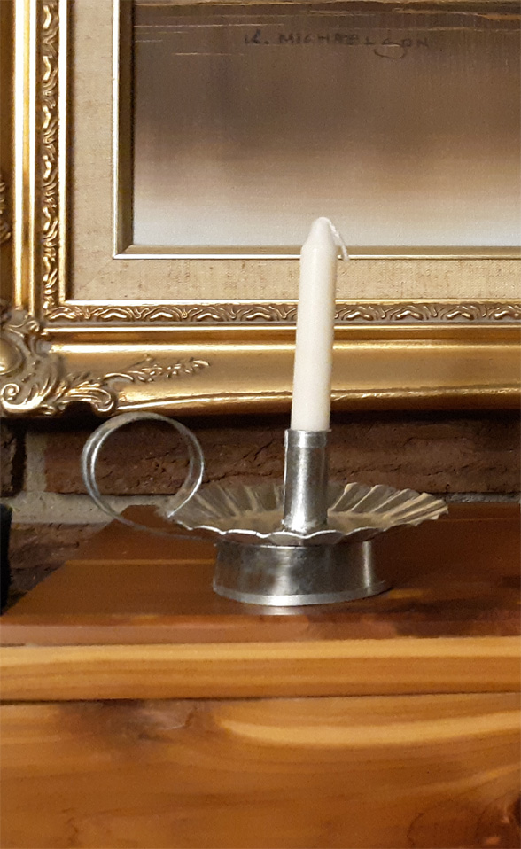 small round tin candlestick holder